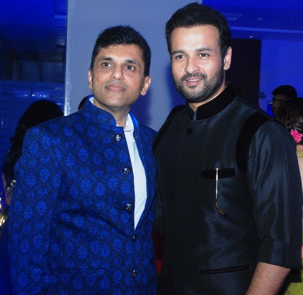 Happy Birthday to very dear friend of mine, the very cool and super talented @rohitroy500 ! Keep your liveliness alive always my friend 😊 #HappyBirthdayRohitRoy https://t.co/kMtJeJJoG1