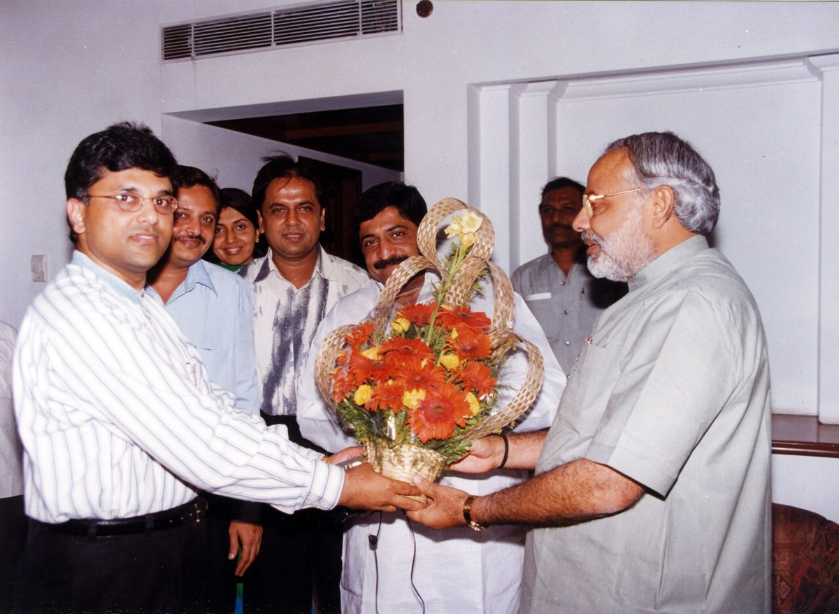 On the deciding day for India,as our government in power for the next few years gets decided...but till the results come in... here's a throwback photo with PM Narendra Modi from about two decades ago. @narendramodi   #Throwback #Elections #NarendraModi https://t.co/zz6JLQ3Ttn