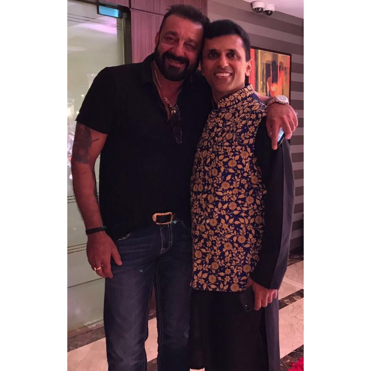 A very happy birthday to the man who has truly been family always! Immensely humble and strong and a real shining star...they call you @duttsanjay  baba for a reason!  #HappyBirthday #SanjayDutt #AnandPanditMotionPictures https://t.co/yJaN7Pwwf3
