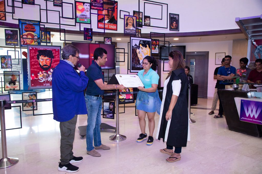 The Amitabh Bachchan Scholarship in association with @Whistling_Woods gives us the opportunity to keep spreading entertainment & especially to those who want to study the same!Congrats Anmol Sharma!We at @apmpictures are happy to be associated with a cause that makes a difference https://t.co/sSnpK7pCY5