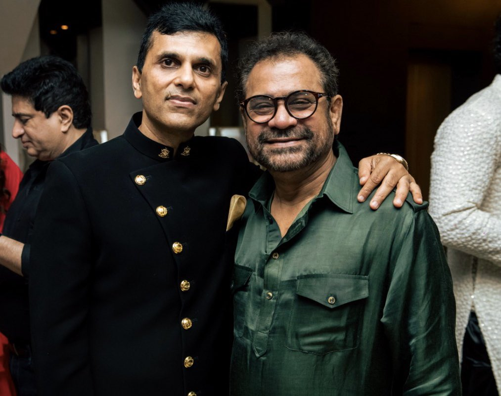 Wishing this mad genius a very Happy Birthday. @BazmeeAnees here is to another successful year and more #Pagalpanti ideas and projects. #HappyBirthday #AneesBazmee #HappyBirthdayAneesBazmee https://t.co/uzCSp211Yp