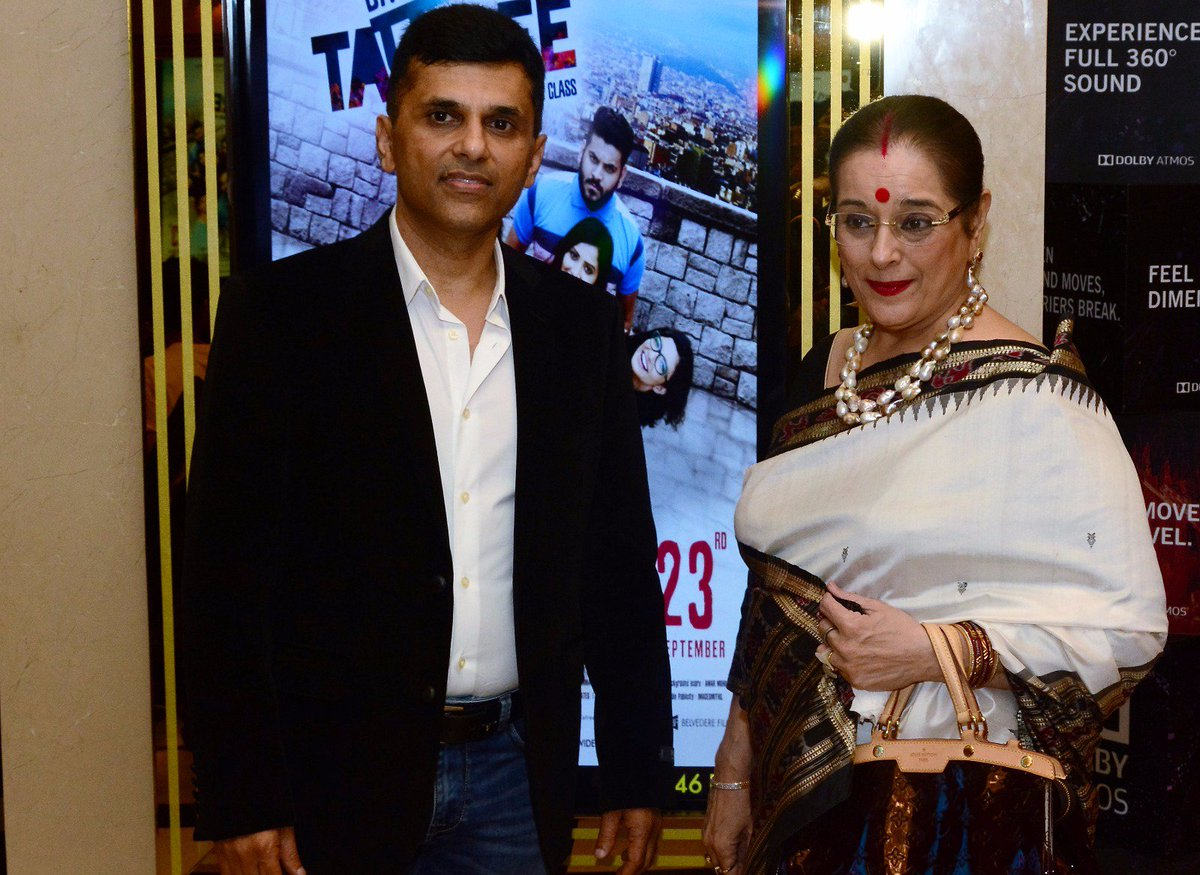 Simple and graceful, in fact simply graceful, Mrs. Poonam Sinha added life to @DaysOfTafree Premiere. Thanks you for joining. https://t.co/1YnNQb4g58