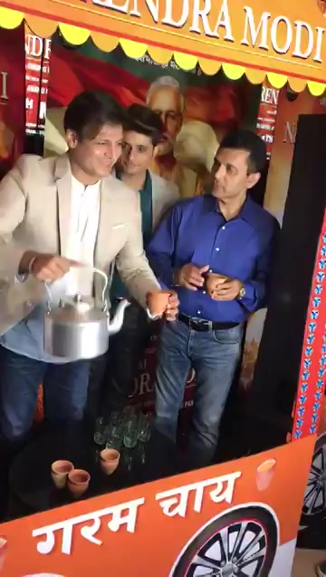 Today as our biopic PM Narendra Modi releases,here's a glimpse from last night's premiere as we all enjoyed some delicious chai & celebrations of the recent election verdict,& a film on India's true hero,our PM @narendramodi  #PMNarendarModi @vivekoberoi @sandip_Ssingh https://t.co/MlcShg2vzr